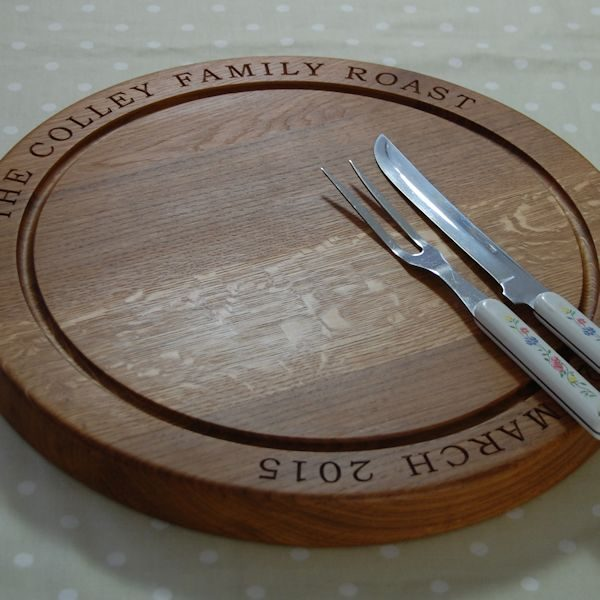 Engraved personalised round oak carving board, font Book Antiqua