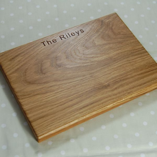 Personalised wooden cheese board, size 25x35x2.7cm , font Arial