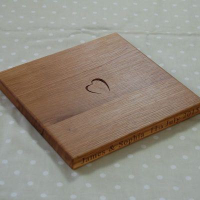 Personalised chopping board, size 30x30x2.7cm, font Franklin Gothic Book, optional motif