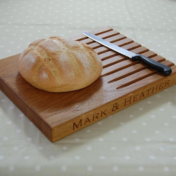 Personalised wooden bread board, size 30x40x4cm, font Copperplate Gothic Light