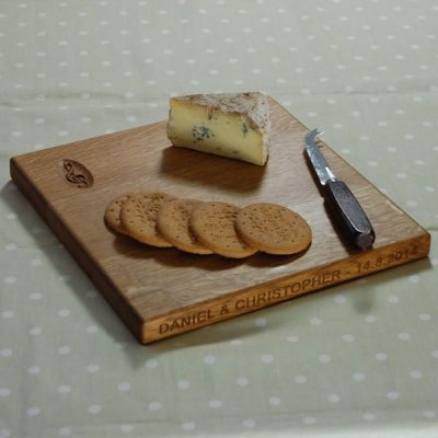 Square cheese board, size 30x30x2.7cm, font Arial, with optional motif