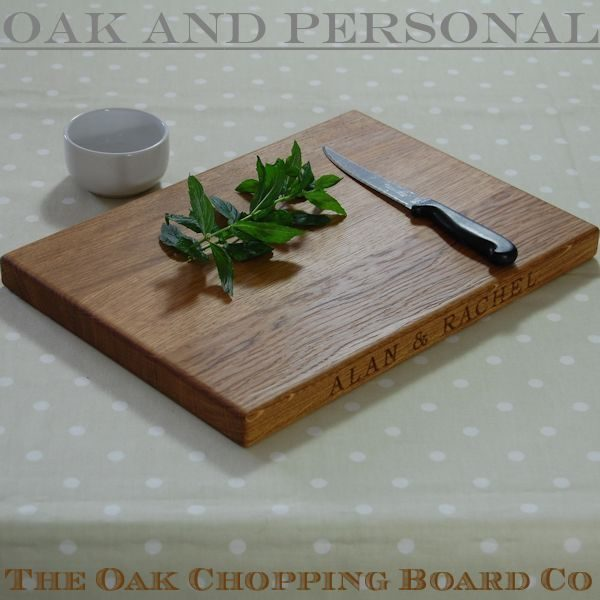 Engraved wooden chopping board, size 25x35x2.7cm, font Bookman Old Style
