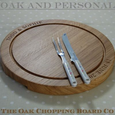Large wooden personalised round carving board, font Times New Roman