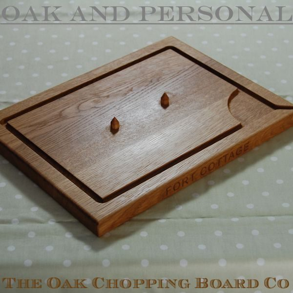 Engraved wooden carving board with spikes, size 30x40x2.7cm, font Arial