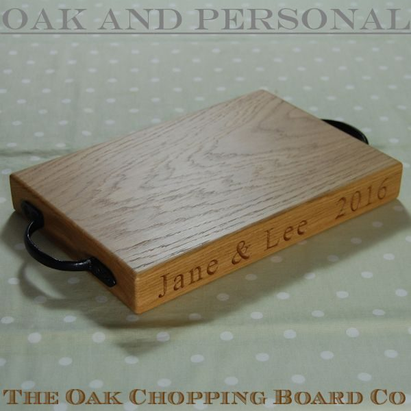 Personalised rustic oak chopping board, size 20x30x4cm, font Times New Roman