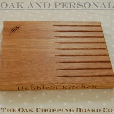 Personalised bread board, size 30x40x4cm, font Bookman Old Style, optional wheat ear motif
