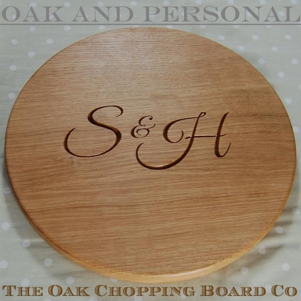 Personalised wooden signature cheese board, size 38 dia x 2.7cm, character set 2